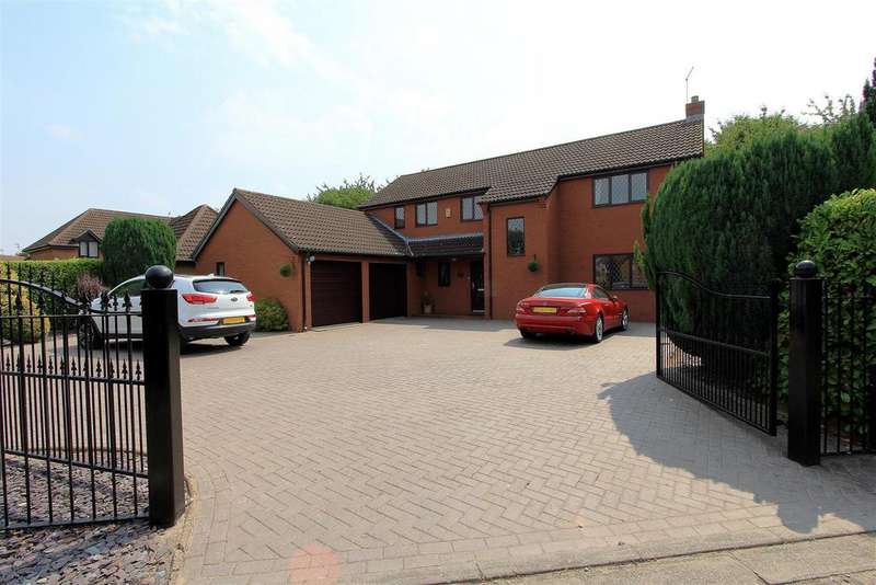 4 Bedrooms Detached House for sale in The Paddocks, Werrington, Peterborough
