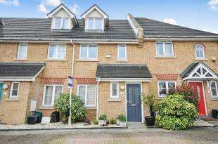 3 Bedrooms Terraced House for sale in Oaklands Court, Graveney Grove, Penge, London