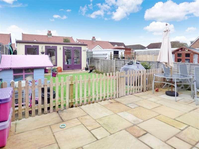 4 Bedrooms Semi Detached Bungalow for sale in Eastcroft Road, Gosport