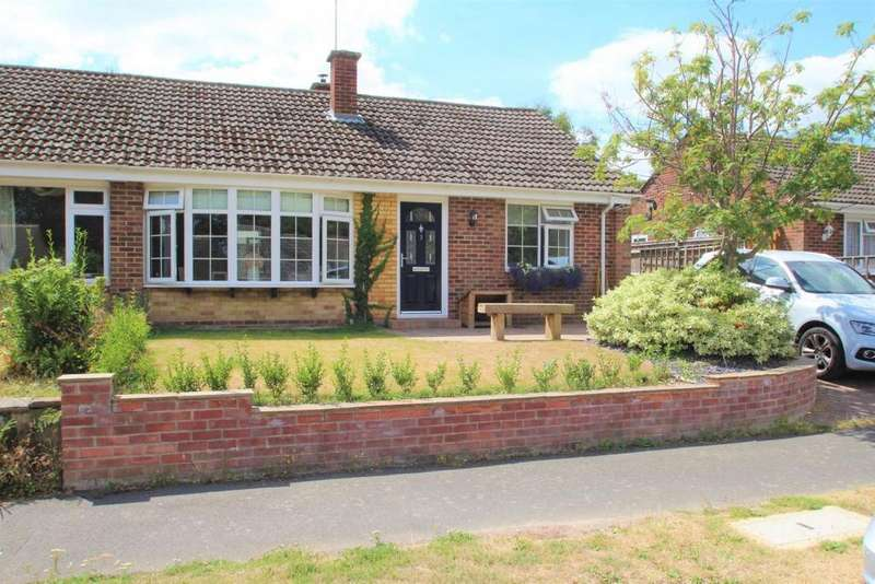 3 Bedrooms Bungalow for sale in The Crescent, Mortimer, RG7