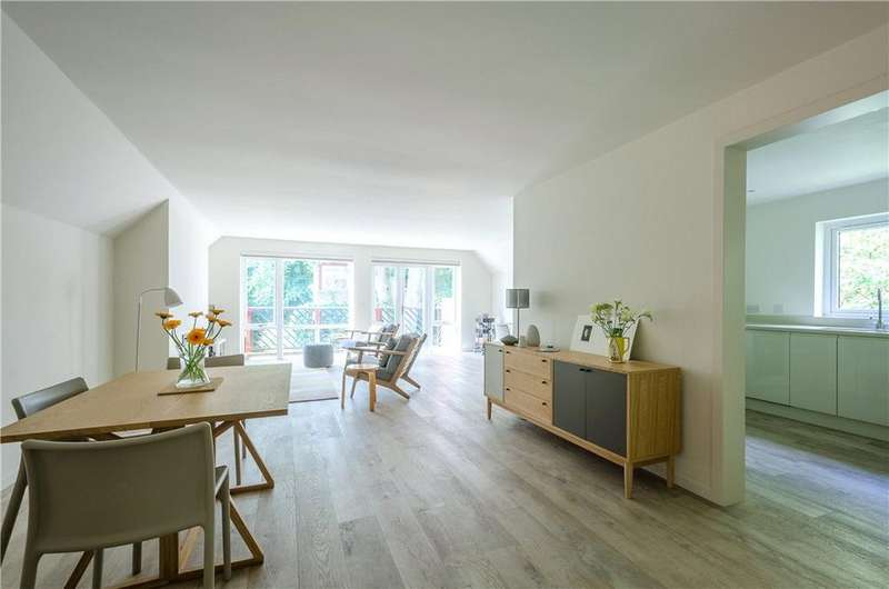 2 Bedrooms Flat for sale in Robert Court, North Road, Leigh Woods, Bristol, BS8