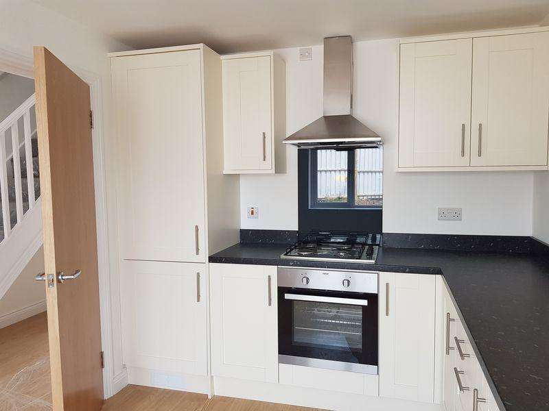 4 Bedrooms Semi Detached House for sale in Berkley Close, West Midlands