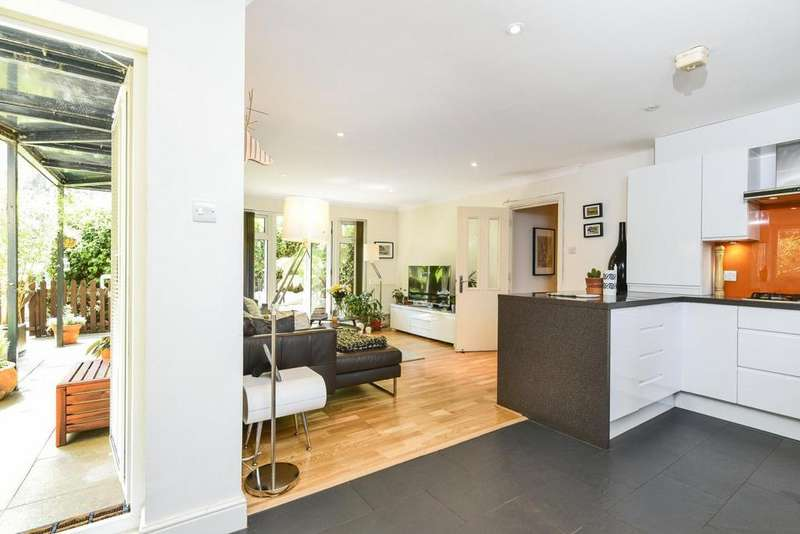 2 Bedrooms Flat for sale in Rubens Place, Clapham