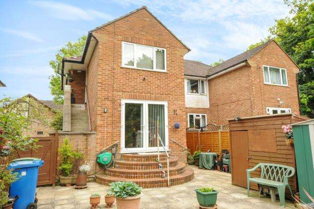 2 Bedrooms Maisonette Flat for sale in Maidenhead, Berkshire, SL6