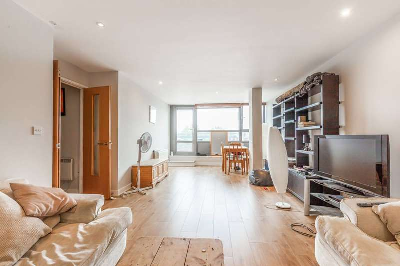 3 Bedrooms Flat for sale in Courtenay House, Brixton Hill, SW2