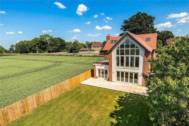5 Bedrooms Detached House for sale in Lynn Road, Ely, Cambridgeshire
