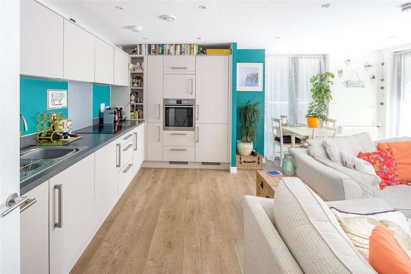 2 Bedrooms Apartment Flat for sale in Lapwing Heights, Waterside Way, London, N17
