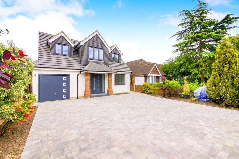 5 Bedrooms Detached House for sale in Abbey Road, Chertsey, Surrey, KT16
