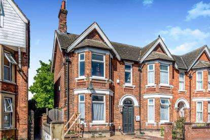 5 Bedrooms Semi Detached House for sale in Hurst Grove, Bedford, Bedfordshire, .