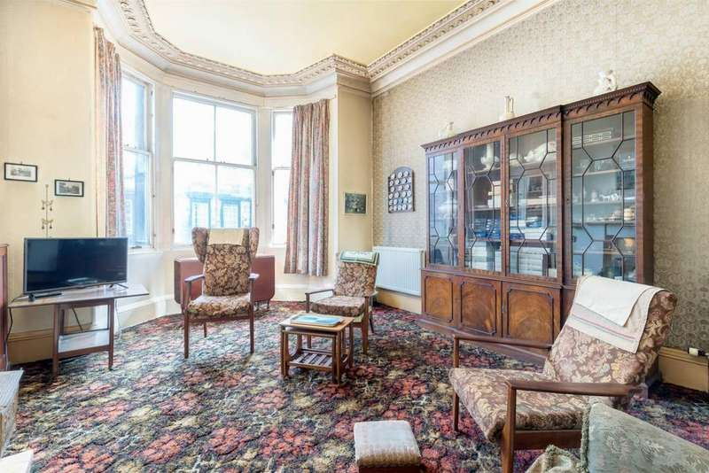 3 Bedrooms Flat for sale in 48 (1F1) South Clerk Street, Newington, EH8 9PS