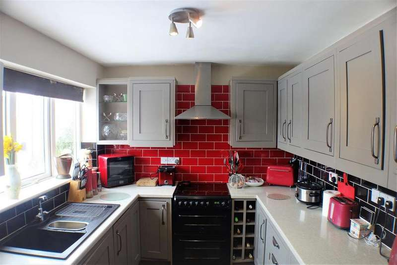 4 Bedrooms Detached House for sale in Maple Grove, Ramsbottom, Bury