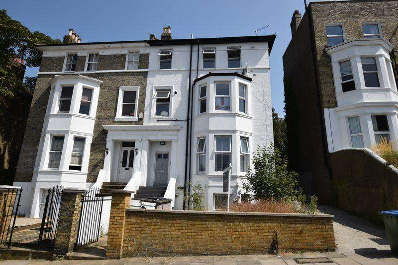 3 Bedrooms Apartment Flat for sale in Eglinton Hill, Shooters Hill, SE18 3DU