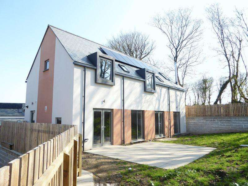 4 Bedrooms Detached House for sale in College Road, Camelford