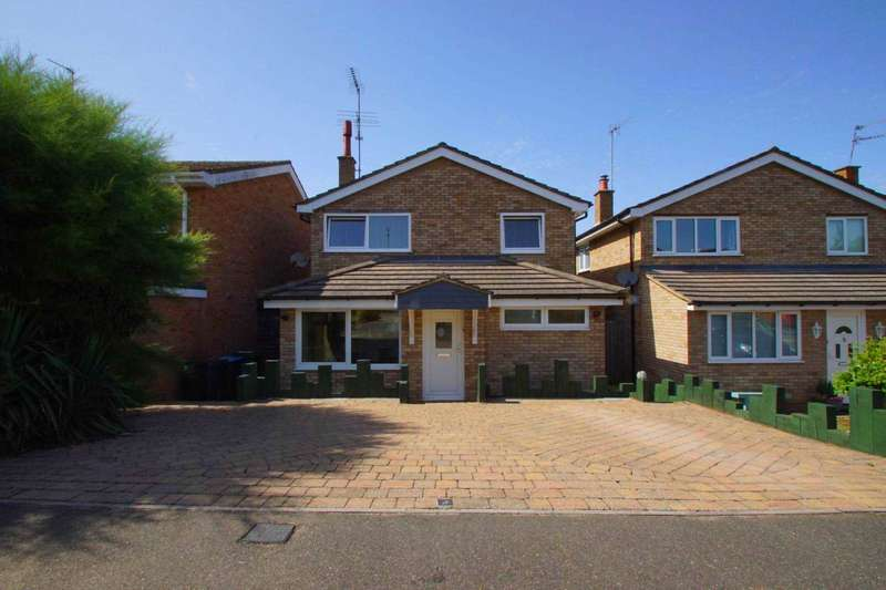4 Bedrooms Detached House for sale in Rymill Close, Bovingdon