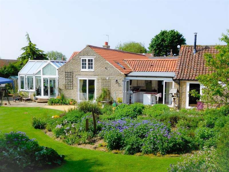 5 Bedrooms Commercial Property for sale in Main Street, Sawdon, YO13 9DY