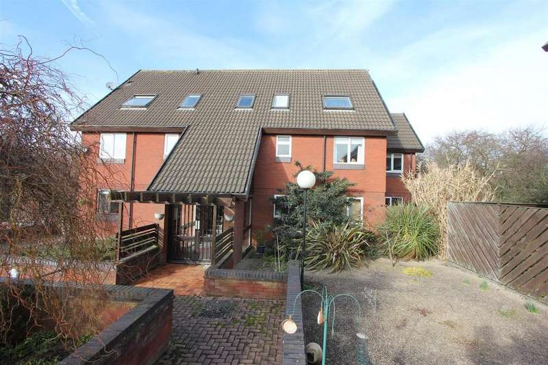 2 Bedrooms Flat for sale in Clifton Court, Hinckley