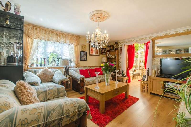 3 Bedrooms End Of Terrace House for sale in Drovers Place, Peckham, SE15