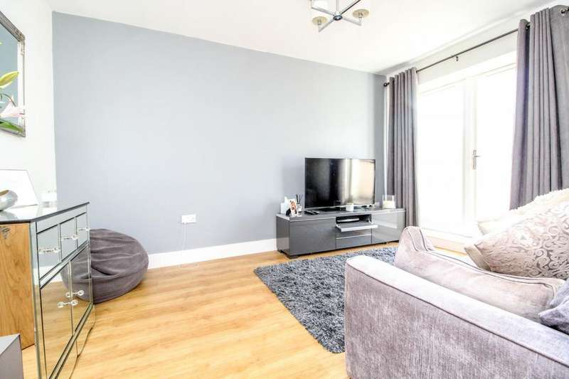 2 Bedrooms Maisonette Flat for sale in Queens Road, Brentwood, Essex, CM14
