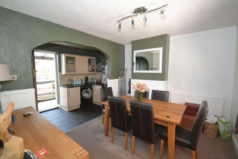 3 Bedrooms End Of Terrace House for sale in Broad Road, Kingswood, Bristol
