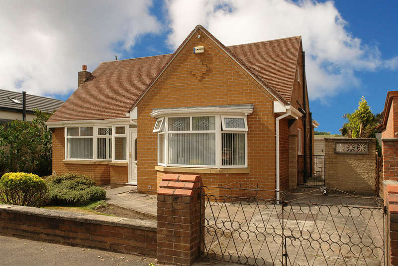 3 Bedrooms Detached Bungalow for sale in Kiln Hill Close, Chadderton