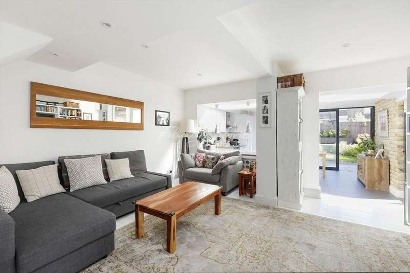 3 Bedrooms Flat for sale in Alkham Road, N16