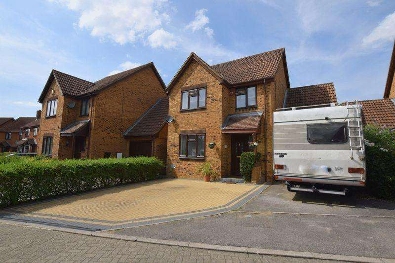 4 Bedrooms Detached House for sale in Chalfont Close, Bradville, Milton Keynes