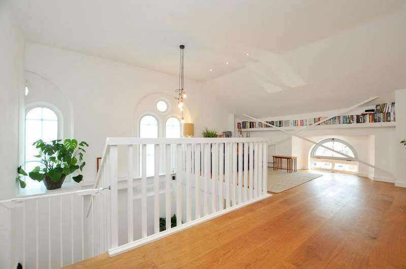 2 Bedrooms Flat for sale in St Marys Court, Defoe Road, London