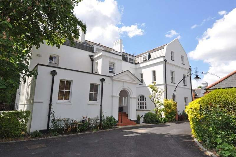 2 Bedrooms Flat for sale in Woodford Road, South Woodford