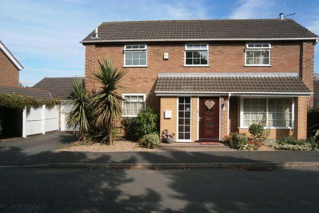 3 Bedrooms Detached House for sale in Ambrose Close, Western Park, Leicester, LE3