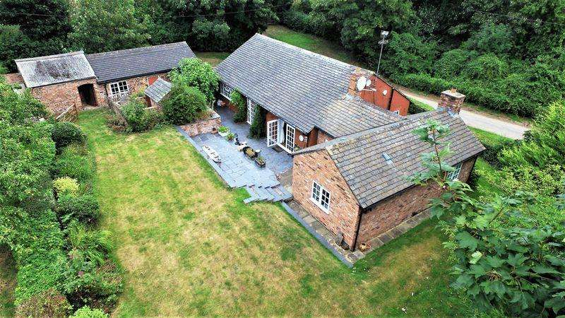 3 Bedrooms Detached Bungalow for sale in Hall Lane, Chester