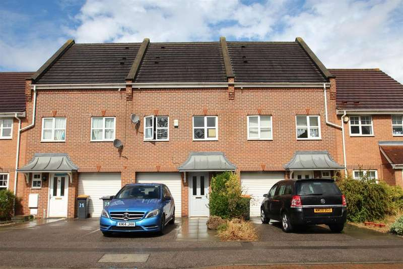 3 Bedrooms Town House for sale in Haynes Road, Bedford