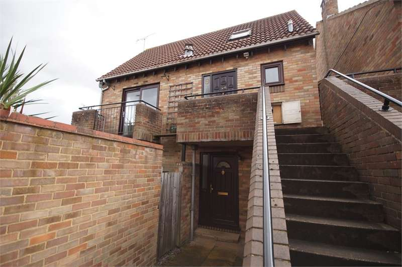 1 Bedroom Flat for sale in Maiden Place, Lower Earley, READING, Berkshire