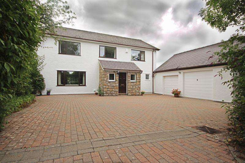 5 Bedrooms Detached House for sale in Rhoscefnhir, Anglesey