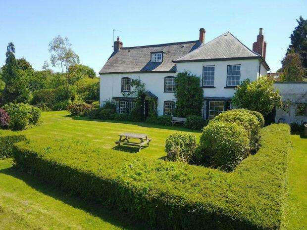 5 Bedrooms Detached House for sale in With Two Holiday Cottages, Awre, NEWNHAM