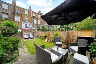 4 Bedrooms Flat for sale in Victoria Rise, London