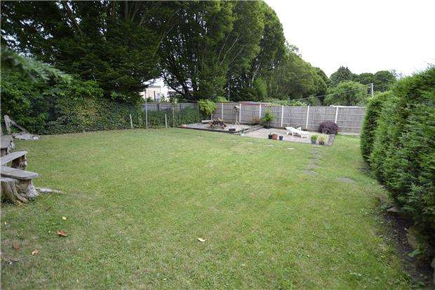2 Bedrooms Flat for sale in Burghill Road, Bristol, BS10 6NQ