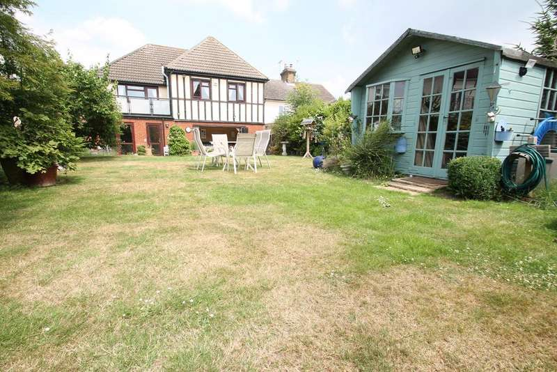 5 Bedrooms Detached House for sale in High Road, Hockley, Essex