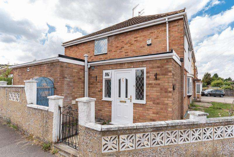 3 Bedrooms Semi Detached House for sale in **Sought-After Luton Dunstable Borders**