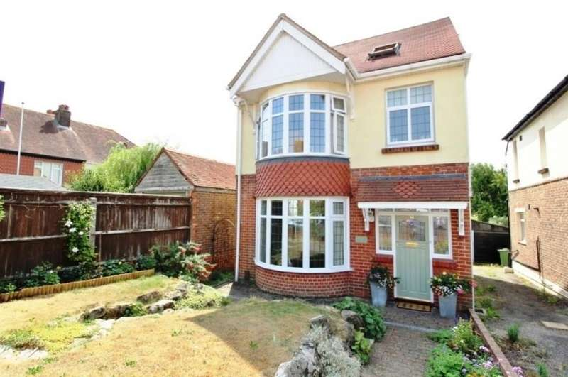 4 Bedrooms Detached House for sale in Colville Road, Cosham