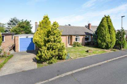 3 Bedrooms Bungalow for sale in Langbaurgh Road, Hutton Rudby, Yarm