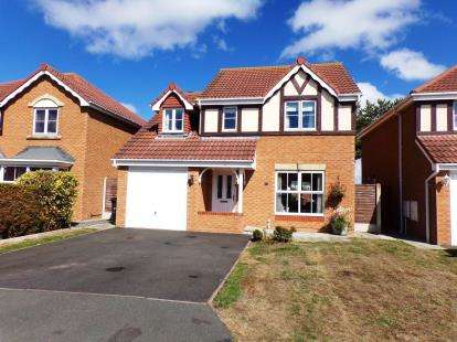 4 Bedrooms Detached House for sale in Llys Bran, Prestatyn, Denbighshire, LL19