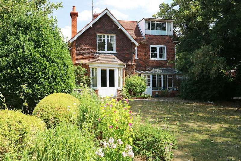4 Bedrooms Detached House for sale in Manor Road, Goring On Thames, Oxfordshire