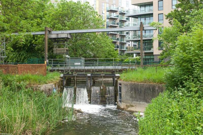 2 Bedrooms Flat for sale in Skylark Point,Woodberry Park, London N4 4BA