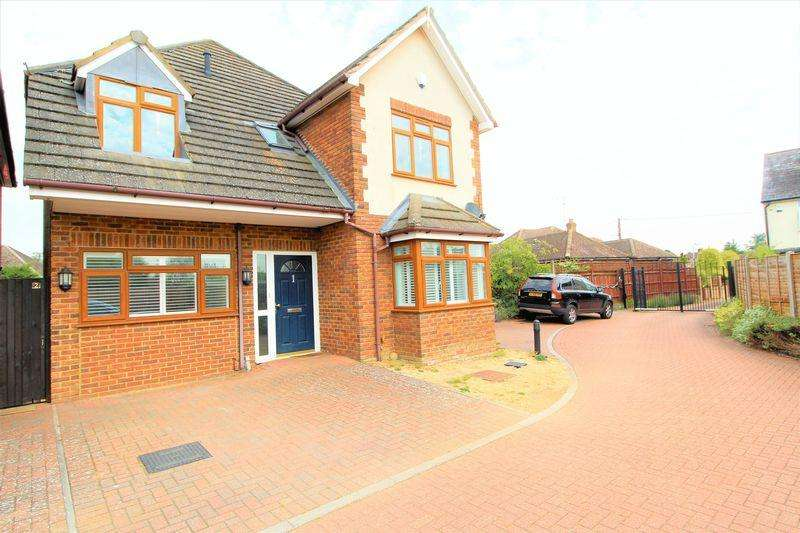 4 Bedrooms Detached House for sale in Four bedroom detached in an EXCLUSIVE GATED DEVELOPMENT in Willow Grove, Caddington