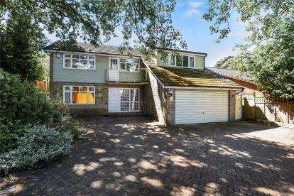 4 Bedrooms Detached House for sale in Croydon Road, Keston