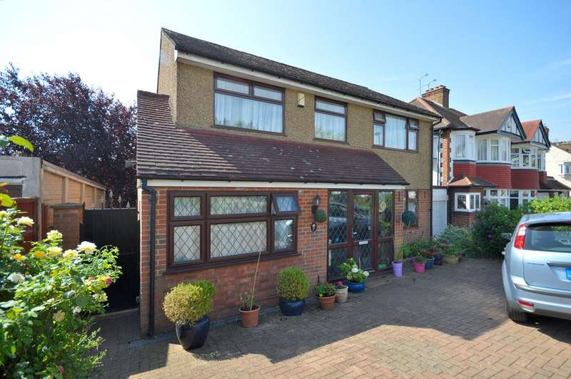 3 Bedrooms Detached House for sale in Brycedale Crescent, Southgate N14