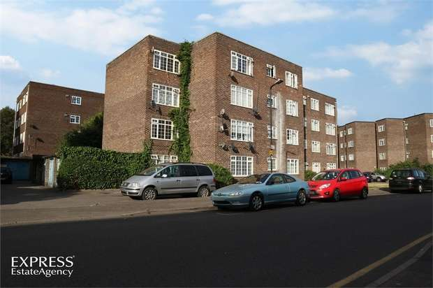 2 Bedrooms Flat for sale in Arborfield Close, Slough, Berkshire