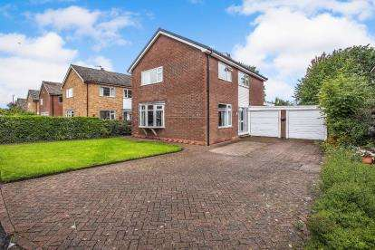 4 Bedrooms Detached House for sale in Newby Drive, Leyland, PR25