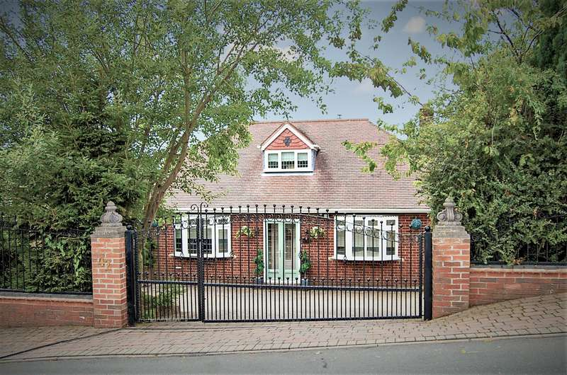 4 Bedrooms Bungalow for sale in Catholic Lane, Sedgley, West Midlands, DY3 3YF