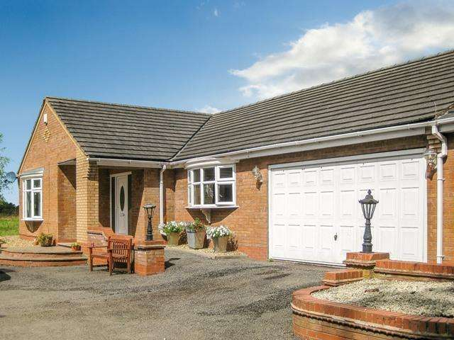 4 Bedrooms Detached Bungalow for sale in Astley, Warwickshire, CV12